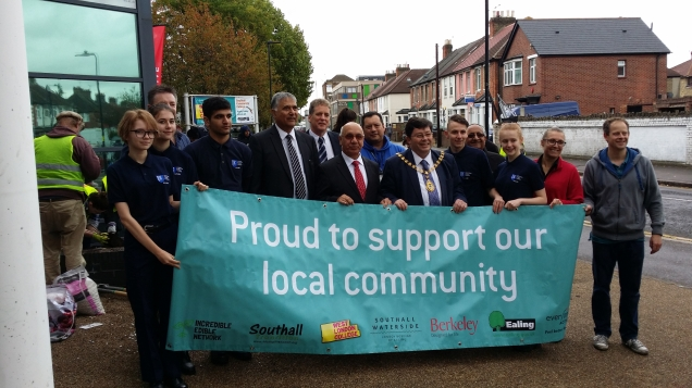 Cllr Dhami, Charles Nelson, Virendra Sharma & Cllr Woodroofe joined by cadets & other volunteers